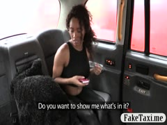 Sexy ebony babe sucks and fucks by fraud driver in taxi
