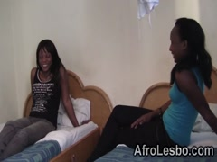 Aamteur African lesbos licking cunts in bedroom