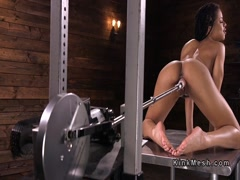 Toned ebony fucking machine till orgasm